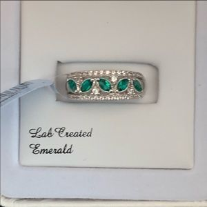 🆕 lab created emerald silver ring